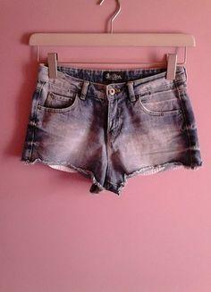 Kup mój przedmiot na #vintedpl http://www.vinted.pl/damska-odziez/szorty-rybaczki/9982935-szorty-jeansowe-chillin-wysoki-stan