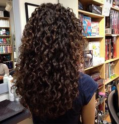 Another shot of these gorgeous natural curls, cut and styled using the #DevaCurl…
