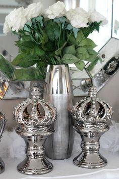 Fantastisk vakker krone på fot til telys <3 Sølv