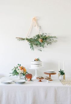 20. Simple + Natural Theme: Does the mommy-to-be go for more simple, natural elements? Then a clean and organic theme is right up her alley. Pick up fresh flowers, crisp white linens and natural decorations to keep it classy. (via 100 Layer Cake-let) 22 Adorable Spring Baby Shower Themes via Brit + Co