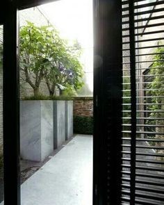 A small garden doesn't mean boring. Verticale en horizontale belijning, ritme, materiaalgebruik