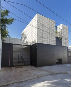 La Chaya by Eureka Studio is located in Merida, Yucatan, designed by Eureka Studio, it is a concrete block design, featuring a stacked pattern rather then the traditional subway or. Minimalist Architecture, Architecture Details, Interior Architecture, Swimming Pool House, Swimming Pools, Arch Building, Patio Grande, Concrete Blocks, Facade House