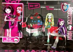 NEW Mattel MONSTER HIGH DIE-NER Diner Playset With DRACULAURA & OPERETTA Dolls