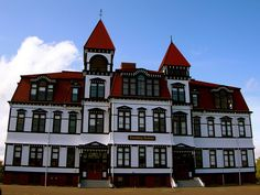 The Academy in Lunenburg, NS Lunenburg Nova Scotia, Canada Ca, Beautiful Places In The World, Beautiful Buildings, East Coast, Fun Activities, Old Things, Mansions, House Styles