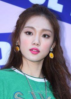 [포토] 이성경, 내가 바로 요즘 대세녀~ - 한국스포츠경제