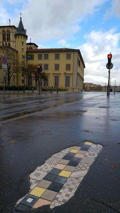 ememem-street-art-vieux-lyon-pont-bonaparte