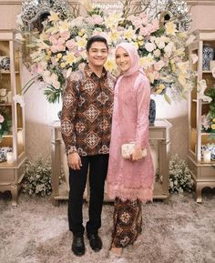 Kebaya Muslim, Muslim Dress, Kebaya Hijab, Romantic Couples, Wedding Couples, Engagement Dresses, Engagement Ideas, Batik Kebaya, Dress Pesta
