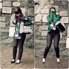 Look com calça jeans skinny sapatilha verde cardigã verde cachecol estampado e bolsa com estampa do Jack Skellington