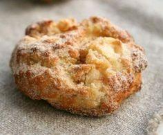 Rezept: Blitz-Apfel-Ballen mit Zucker und Zimt (ca un fel de papanasi cu mere) Apple Recipes, Sweet Recipes, Baking Recipes, Cake Recipes, Fudge Caramel, Law Carb, Cake Vegan, German Baking, Gateaux Cake