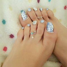 هذه #أظافر اليوم  It's Monday Pedi Time: Metalic Light Blue and Side Flower Toe Nails