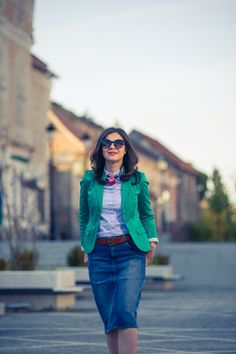 Miss Green: Jeans pencil skirt for a chic fall Warm Outfits, Chic Outfits, Miss Green, Jean Pencil Skirt, Fall Weather, Dress Skirt, Green Jeans, Blazer, Skirts