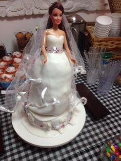 Bolo de chocolate decorado com recheio de coco e brigadeiro #noiva #bride %sweetsugardream #yesIdo #cake #love #casamento #noivado