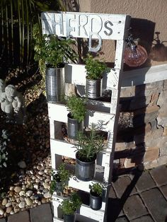 Easy DIY project I made this afternoon for free!~ Pallet Herb Garden~