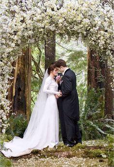 มาดูงานแต่งงานสุดตราตรึงใจใน Vampire Twilight ที่ใครๆ ก็อยากมี | Happywedding.life