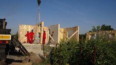 Imobilul este un bun exemplu de structura din lemn de rasinoase, realizata in sistem MiTek – rame din lemn. Este conceput sa raspunda nevoilor de confort ale unei mici familii. Proiectarea si punerea in opera a imobilului au fost personalizate in functie de cerintele si resursele clientului.