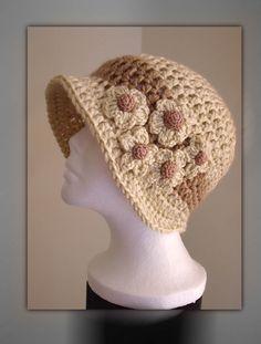Free Crochet Cloche Hat Pattern with Flower Crochet Adult Hat, Crochet Motifs, Crochet Beanie, Love Crochet, Knit Or Crochet, Crochet Crafts, Crochet Stitches, Crochet Projects, Knitted Hats