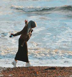 Pin by nashda ma on hijab style in 2019 Hijab Niqab, Hijab Chic, Modern Hijab Fashion, Muslim Fashion, Street Hijab Fashion, Hijabi Girl, Girl Hijab, Alexandra Golovkova, Islam Women