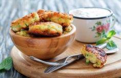 Les beignets de courgettes au parmesan Mini Croissants, Parmesan, Hors D'oeuvres, Baked Potato, Entrees, Potato Salad, Cauliflower, Food And Drink, Potatoes