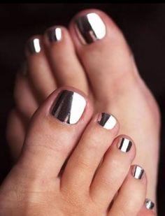Toe nail designs: Jamberry metallic toenail designs in Gold.  leannagaydeski.jamberry.com