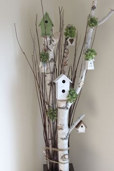 Great Photographs bird house decorative Concepts You'll find infinite kinds of birdhouses on the market lately, although pretty not every person is looked into in add Birch Tree Decor, Birch Branches, Tree Branch Decor, Easter Crafts, Christmas Crafts, Christmas Decorations, Christmas Ideas, Wood Crafts, Diy And Crafts