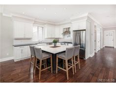This home,built by Award Winning Builder w/int design by Jenny Martin,was featured in magazine & is stunning.Walking distance to hospital,coffee shops,rec centre &schools.Fabulous home is perfect for exec couple,hospital worker or family w/teens.Gorgeous ext retains original character of 1913 home that was fully transformed. #oakbayrealestate #oakbayhome