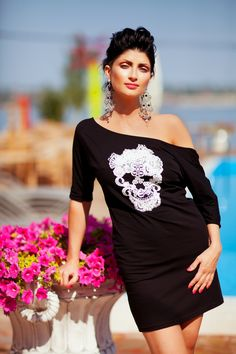 Long live the #Qween! This #new #black #tunic by #O #Fashion will blow your mind! Look at the Italian #laces that form an applique of white skull and diadema. #Little #Black #Tunic now is a new #trend. Be royal, be unique!   Made of 42% cotton/ 50% modal/ 8% elasthan blend. Hand wash or spot cleaning (professional dry cleaning) only.  No bleach. The sizes are: XS, S, M, L, XL.