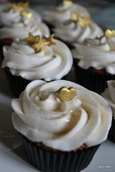 black white and gold cupcakes - Google Search