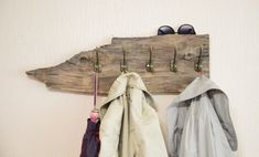 Rustic coat rack, reclaimed wood garment rack, entryway organizer, wardrobe rack, gift for him This reclaimed wooden rustic coat rack … Boho Bedroom Decor, Nursery Wall Decor, Boho Decor, Rustic Decor, Boho Room, Bedroom Ideas, Farmhouse Decor, Rustic Wood, Art Decor
