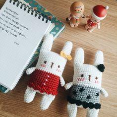 Mesmerizing Crochet an Amigurumi Rabbit Ideas. Lovely Crochet an Amigurumi Rabbit Ideas. Crochet 101, Crochet Hook Set, Crochet Bunny, Cute Crochet, Crochet Animals, Crochet Crafts, Crochet Dolls, Amigurumi Patterns, Amigurumi Doll