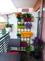 Cozy Apartment Balcony Decorating Ideas on A Budget (4)