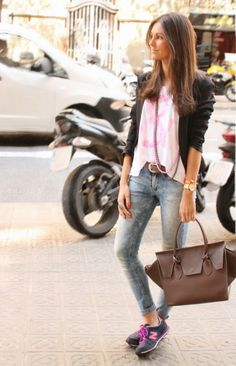 new balance women outfits - Like this color combination of the shoes! Look Casual Chic, Casual Street Style, Casual Looks, New Balance Outfit, New Balance Style, Daily Fashion, Everyday Fashion, Love Fashion, Casual Outfits