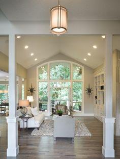 Hight ceilings & big windows