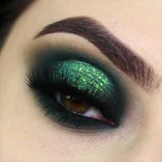 Green Cute Crease 💚 💎 - Make-up special occasions - Details: ❤️ maria king Mykonos & Miami (CODE: GIULS✨) ❤️ Make Up Store rocket glitter (gr - Dramatic Eye Makeup, Makeup Eye Looks, Eye Makeup Steps, Eye Makeup Art, Colorful Eye Makeup, Makeup For Green Eyes, Smokey Eye Makeup, Eyeshadow Makeup, Eyeliner