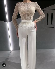 Would you wear this White Outfit? Hijab Evening Dress, Hijab Dress Party, Event Dresses, Bridal Dresses, Classy Outfits, Chic Outfits, Ny Dress, Bridal Jumpsuit, Elegant Outfit