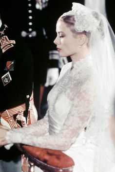 Grace Kelly did classic beauty to a tee with dusty pink lips and her hair swept up in a ballerina bun. Grace Kelly Wedding, Grace Kelly Style, Princess Grace Kelly, Princess Kate, Timeless Beauty, Classic Beauty, Bridal Beauty, Bridal Hair, Vintage Hairstyles