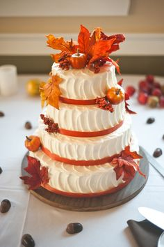 Getting ready for a fall affair? Let them eat cake! A fall wedding cake is traditionally something with several layers and orange and burgundy decor but you can go for a more original piece. A naked wedding cake is trendy like no other. Pumpkin Wedding Cakes, Autumn Wedding Cakes, Autumn Weddings, Autumn Cake, Wedding Cupcakes, Wedding Pumpkins, Thanksgiving Wedding, Thanksgiving Cakes, Beautiful Cakes