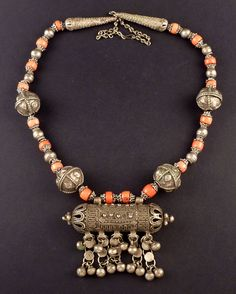 fabulous antique-yemeni-coral&silver-necklace