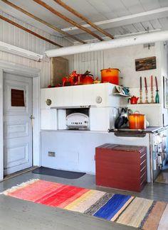 Runoilija Heli Laaksosen koti | Meillä kotona Decor, Furniture, Cottage, Home, Loft, Loft Bed, Nordic Home, Bed