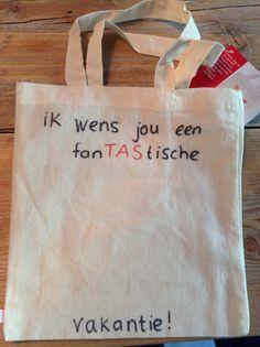 Laatste schooldagen - Stoffen tas met een fijne boodschap van de juf. Je leerlingen kunnen ze zelf nog versieren met textielstiften.