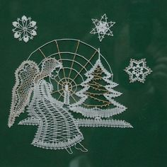 podvinky ke stažení zdarma - Hledat Googlem Christmas Themes, Christmas Crafts, Christmas Ornaments, Bobbin Lace Patterns, Crochet Patterns, Nail String Art, Lace Heart, Lace Jewelry, Lace Making