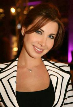 ♥ Nancy Ajram, Hottest Redheads, Different Styles, Most Beautiful, Make Up, Lips, Stars, Maquillaje, Maquiagem