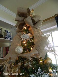 Burlap Christmas Tree bow. Time to start pinning Christmas ideas!