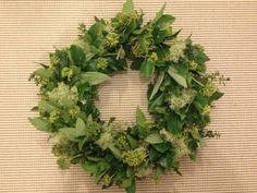 Dørkrans med lav, efeu, salvie, timian. /Door wreath.