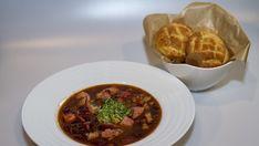 Fazolová polévka s uzeným žebrem a zakysanou smetanou Beef, Tv, Food, Red Peppers, Meat, Television Set, Essen, Meals, Yemek
