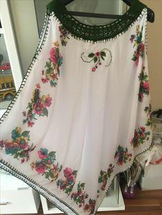Diy - Yazma'dan Tunik Modelleri- NaLaN'ın Dünyası: - crochet yoke tunic dress looks made from scarves Diy Clothing, Sewing Clothes, Crochet Clothes, Crochet Dresses, Crochet Blouse, Crochet Top, Mode Russe, Dress Patterns, Sewing Patterns