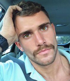 Moustache pretty