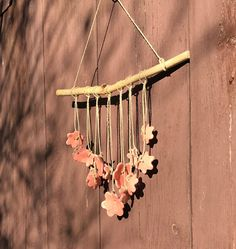 Blij om dit item uit mijn #etsy shop te delen: Ceramic wall hanging with pink flowers hanging on a weathered stick. Pink ceramic flowers. Hom decor. Garden decor. Wind Chimes, Dream Catcher, Ceramics, Outdoor Decor, Etsy, Home Decor, Ceramica, Dreamcatchers, Pottery