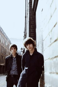 The Last Shadow Puppets (Alex Turner- Miles Kane) Indie Music, Indie Boy, Alex Turner, Arctic Monkeys, Music Love, Music Is Life, Rock Music, The Last Shadow Puppets, Monkey 3