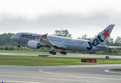 Boeing (NYSE: BA) and Jetstar Airways celebrated the delivery of the carrier's first 787 today, which is also the first Dreamliner for Australia. Boeing 787 Dreamliner, Boeing 777, Jetstar Airways, Star Wars, Da Nang, Sailing, Aviation, Aircraft, Aeroplanes