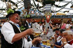 Del 17 de Septiembre al 3 de Octubre se celebra en Munich la famosa fiesta de la cerveza (Oktoberfest). ¿Quieres disfrutar de la mejor gastronomía y cerveza de Alemania?, ¿quieres estar en una de las fiestas más grandes de Europa?, pues escríbenos y te lo preparamos todo, ¿a qué esperas?